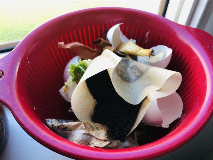 生ごみ堆肥をキッチンで水切り
